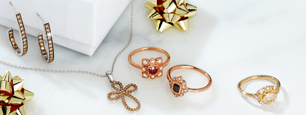 Jewelry gifts: earrings, rings and necklaces