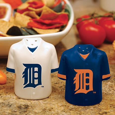 Ceramic Salt and Pepper Shakers - Detroit Tigers