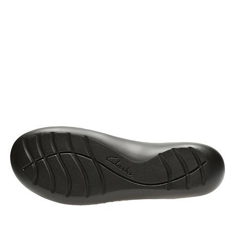 5fe7f5c02603 clarks-ashland-bubble-leather -slip-on-loafer-d-2018071010404975~629674 alt18.jpg