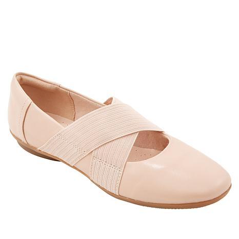 Collection by Clarks Gracelin Shea Leather Flat