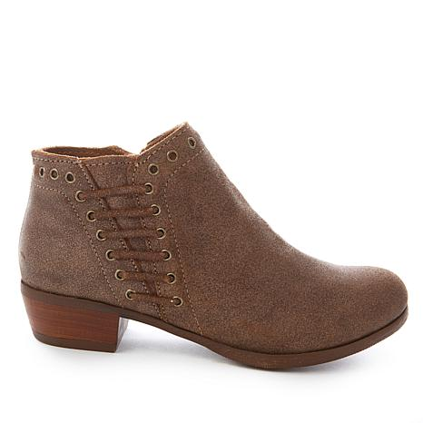 Minnetonka Brenna Vintage-Finish Leather Ankle Boot